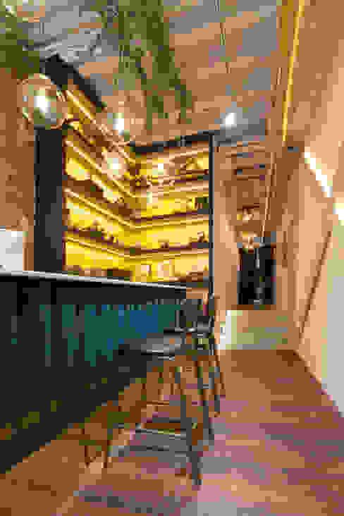 Mostrador Oficinas y tiendas de estilo ecléctico de Interioristas Dimeic, diseñadores y decoradores en Madrid Ecléctico