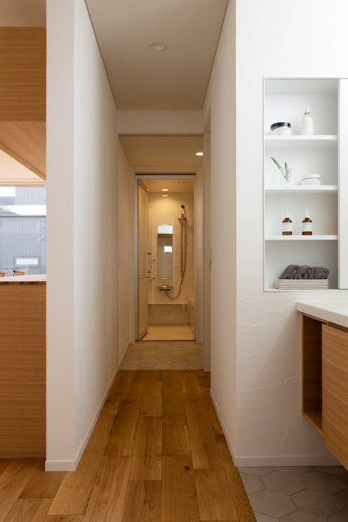 Rays of light: yuukistyle 友紀建築工房が手掛けた廊下 & 玄関です。