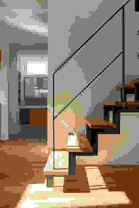 Rays of light: yuukistyle 友紀建築工房が手掛けた階段です。