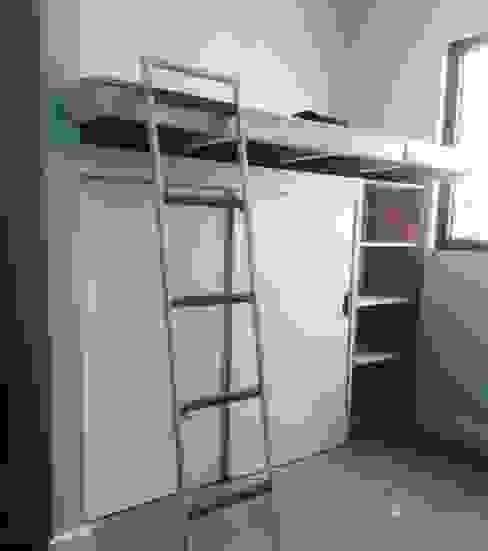 dormitorio Niña de MMAD studio - arquitectura interiorismo & mobiliario - Minimalista Madera maciza Multicolor
