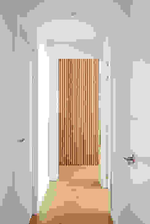 THE ROOM & CO interiorismo Hành lang, sảnh & cầu thang phong cách hiện đại