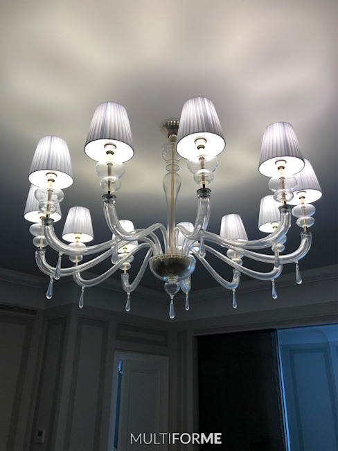 Design chandeliers for kitchen and living room in a flat in Moscow. 클래식스타일 거실 by MULTIFORME® lighting 클래식