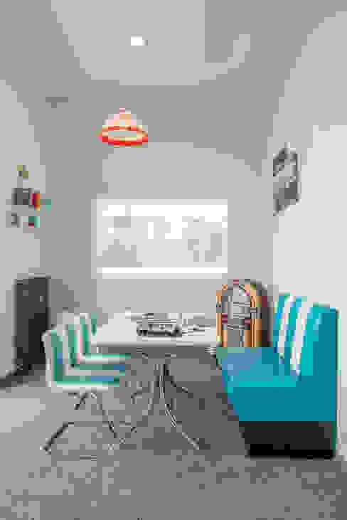 Meeting im American Diner / Phonebox Moderne Bürogebäude von Kaldma Interiors - Interior Design aus Karlsruhe Modern