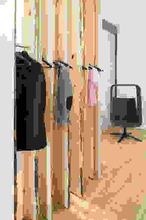 Garderobe Moderne Bürogebäude von Kaldma Interiors - Interior Design aus Karlsruhe Modern
