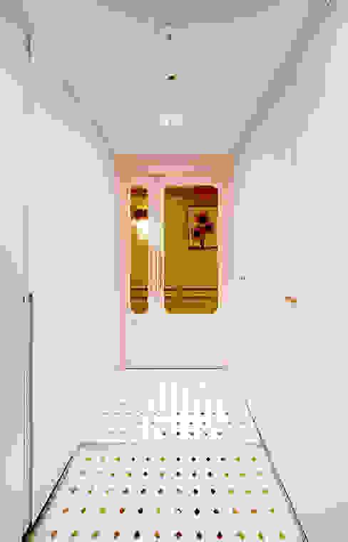 Corridor & hallway by 디자인 아버, Eclectic