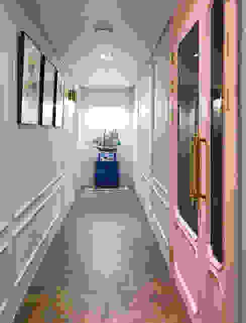 Corridor & hallway by 디자인 아버, Classic