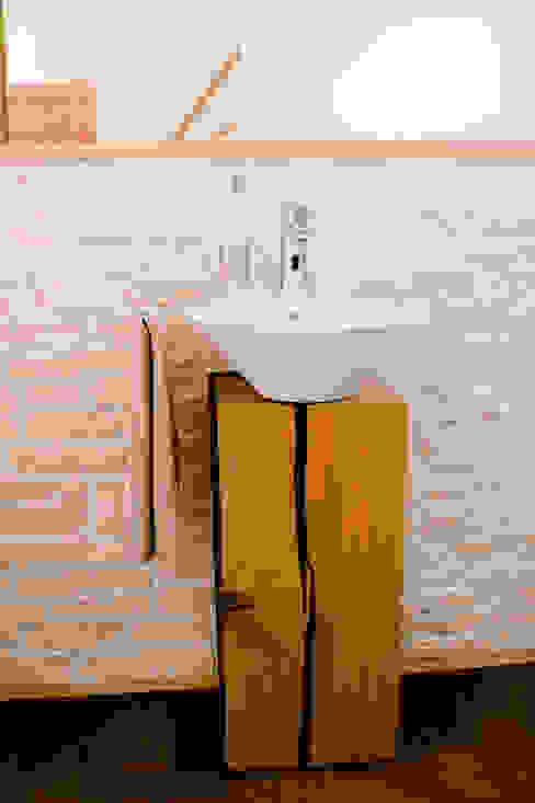 Ein Holzblock als Waschtisch: modern  von T-raumKONZEPT - Interior Design im Raum Nürnberg,Modern Holz Holznachbildung