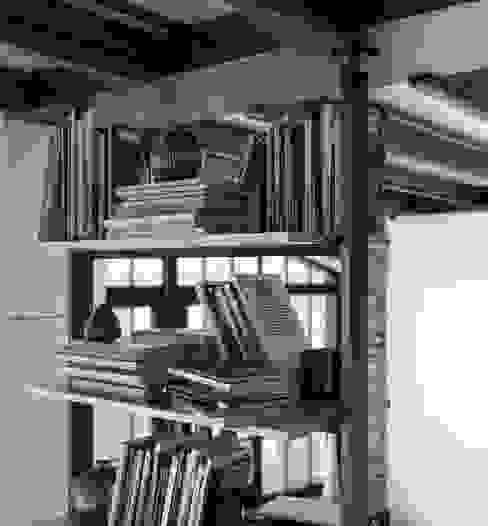 Vertical Line mensole Sala da pranzo in stile industriale di Damiano Latini srl Industrial Alluminio / Zinco