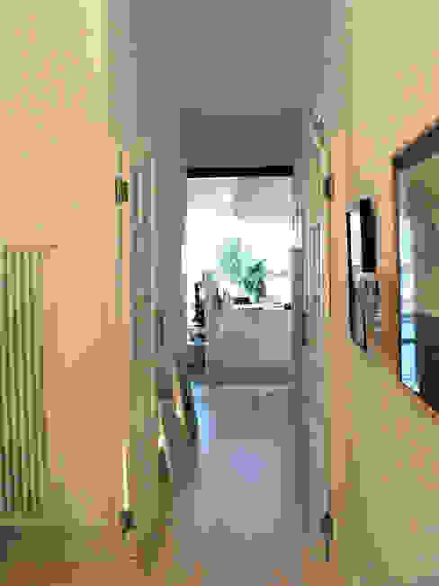 Secuencia de espacios Estudio1403, COOP.V. Arquitectos en Valencia Pasillos, vestíbulos y escaleras de estilo ecléctico