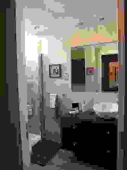 Reforma y ampliación de un baño en Madrid: Baños de estilo  de Almudena Madrid Interiorismo, diseño y decoración de interiores,