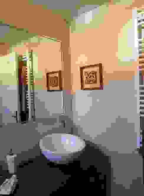 Reforma y ampliación de un baño en Madrid Baños de estilo moderno de Almudena Madrid Interiorismo, diseño y decoración de interiores Moderno