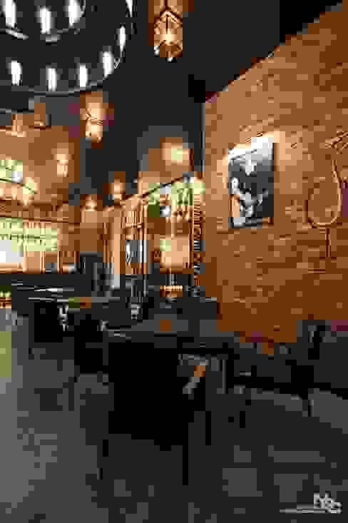 Bar & Club in stile  di 내츄럴디자인컴퍼니