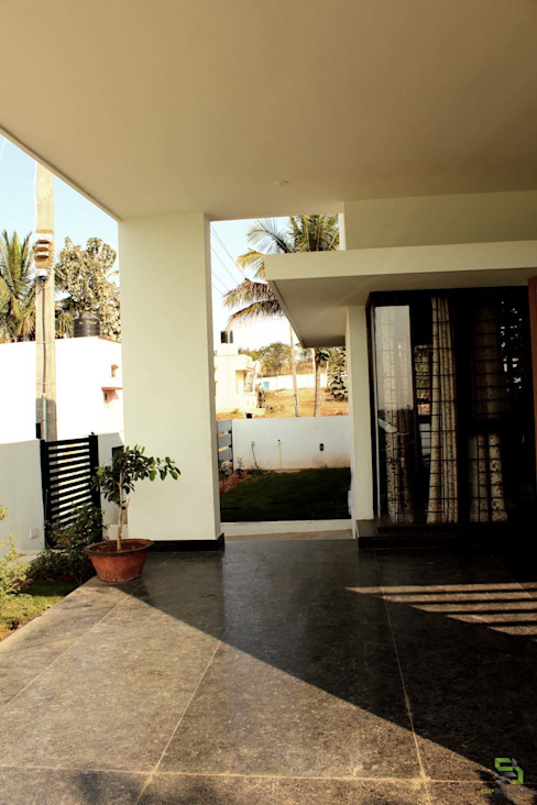 THE KULKARNI HOUSE:  Corridor & hallway by de square