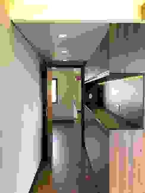 Кухня в стиле модерн от ABBITÁ arquitetura Модерн