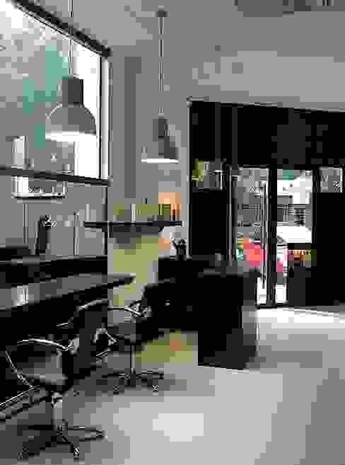 Acceso a tienda. Salones de estilo moderno de Estudio1403, COOP.V. Arquitectos en Valencia Moderno