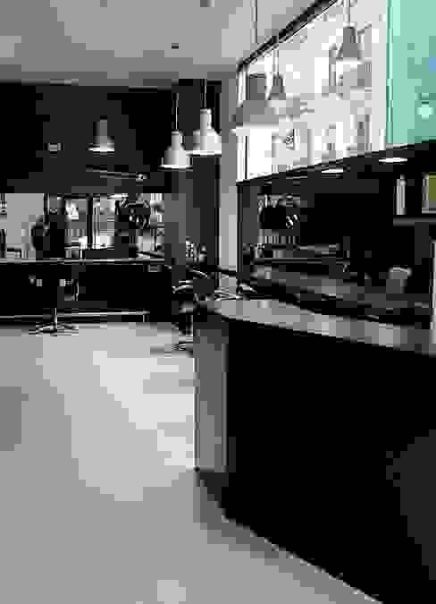 Vista general de la peluquería Salones de estilo moderno de Estudio1403, COOP.V. Arquitectos en Valencia Moderno