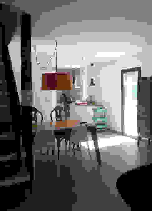 Espacio único en zona de día Estudio1403, COOP.V. Arquitectos en Valencia Comedores de estilo ecléctico