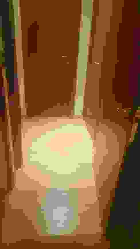 Después Pasillos, vestíbulos y escaleras modernos de Constructora CYB Spa Moderno