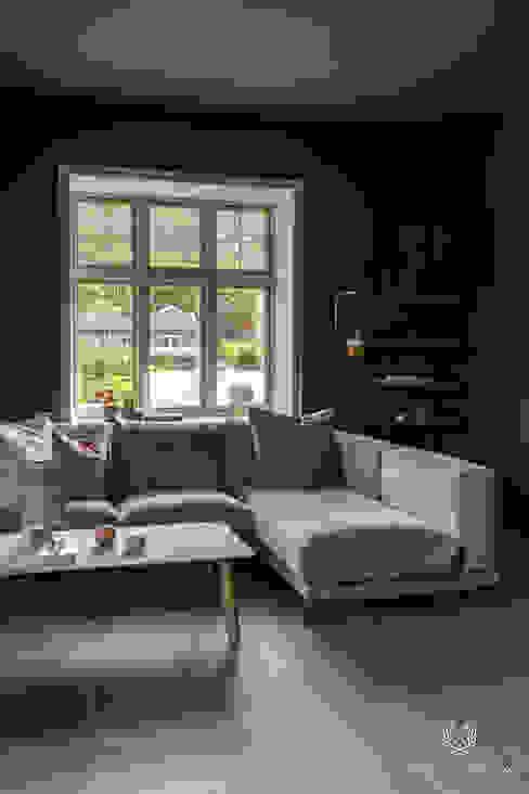 Classico in de kleur Black Smoke in de woonkamer, raamkozijn in Licetto kleur Milk White Scandinavische woonkamers van Pure & Original Scandinavisch
