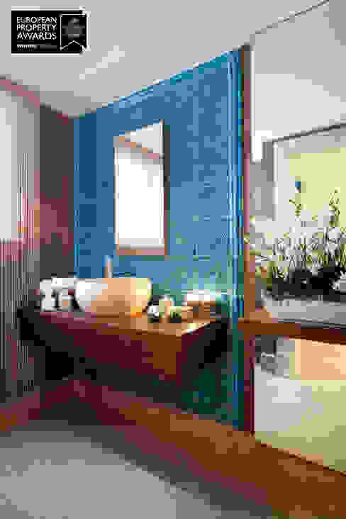 Bathroom Entrance / Bosphorus City Villa by Sia Moore Archıtecture Interıor Desıgn Classic Ceramic