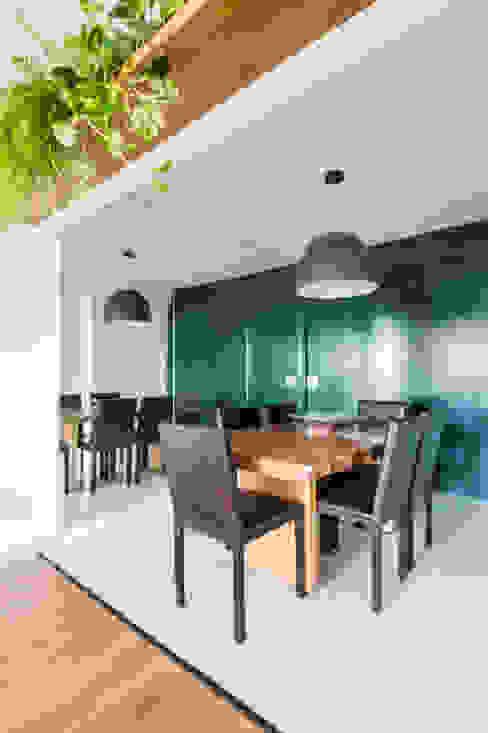 Sala de Jantar Ampla e Arejada Studio Elã Salas de jantar ecléticas