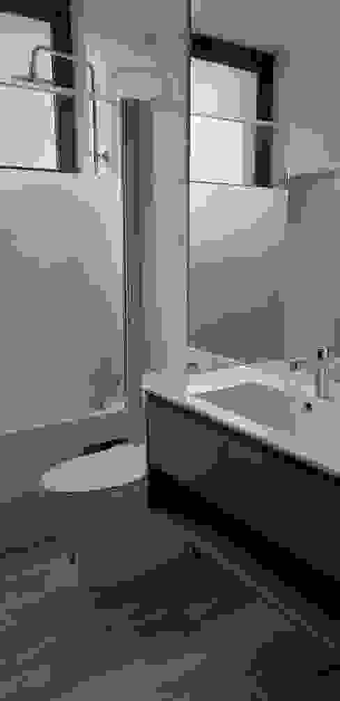 Shower Baños de estilo moderno de Constructora CYB Spa Moderno