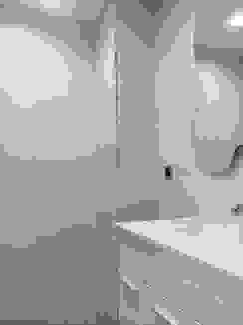 Azulejos: Baños de estilo  de Obrisa Reformas y rehabilitaciones.