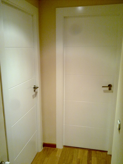 pintu kayu oleh Obrisa Reformas y rehabilitaciones., Modern