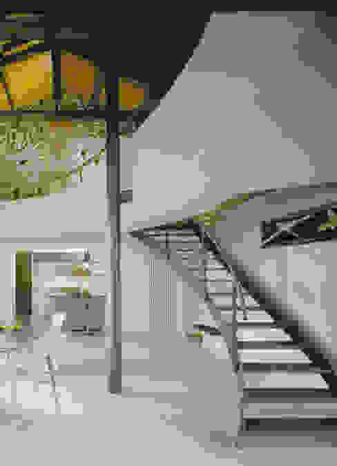 Vista del soggiorno;: Soggiorno in stile  di Scaglione Workshop architettura e design,