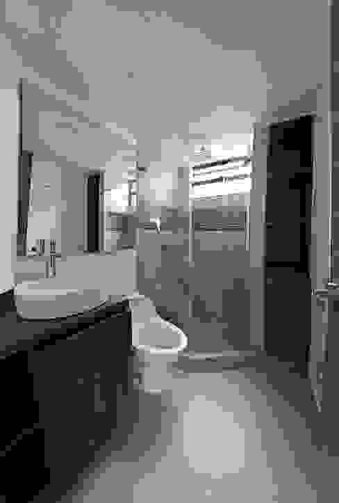 TikTAK ARQUITECTOS Modern bathroom