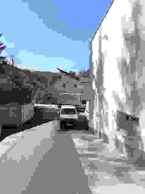 Rampe archipur Architekten aus Wien Minimalistische Geschäftsräume & Stores Stahlbeton Weiß