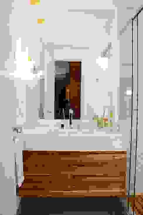 Banheiro social : Banheiros  por JBENARQ,