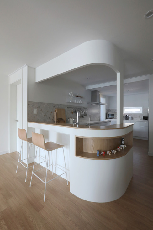 길동 희훈리치파크 32평 아파트 인테리어: 카멜레온디자인의  주방