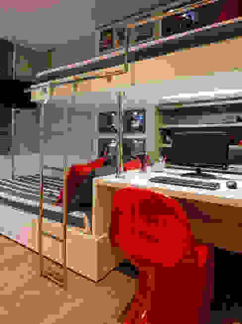 Escrivaninha encaixada em harmonia entre as camas Quarto infantil moderno por BG arquitetura | Projetos Comerciais Moderno