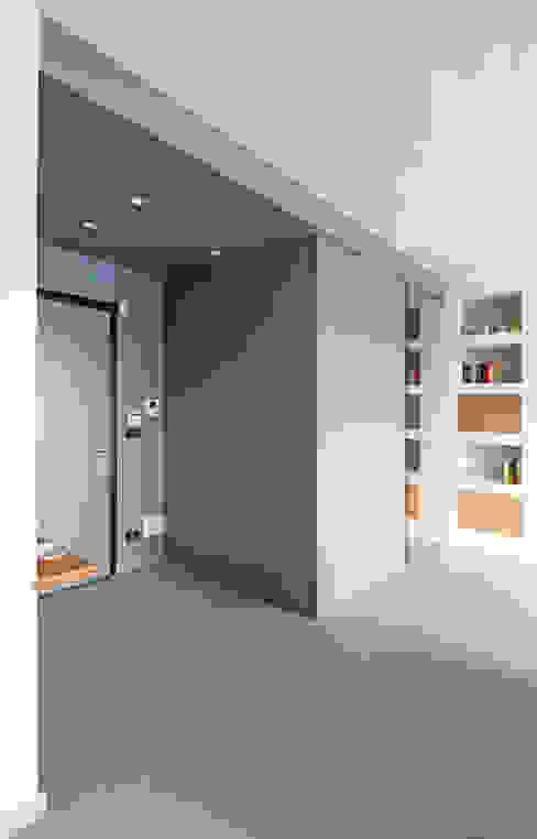 ARCHISPRITZ Modern corridor, hallway & stairs Blue