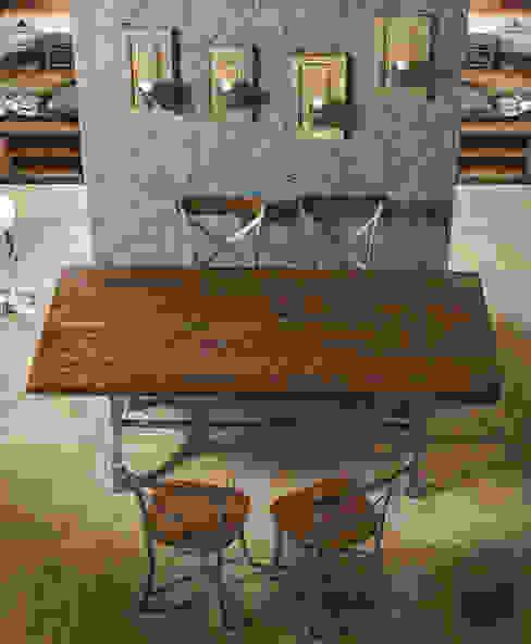 tavolo legno e ferro: Soggiorno in stile  di nuovimondi di Flli Unia snc, Industrial