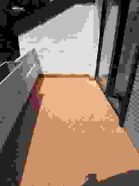 Balkonsanierung mit einem Steinteppich aus Marmor von Steinteppich der Balkon & Terrassenbelag deutschlandweit Mediterran Marmor