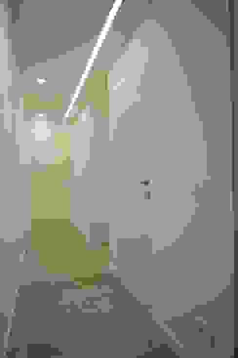 الممر الحديث، المدخل و الدرج من Giuseppe Rappa & Angelo M. Castiglione حداثي
