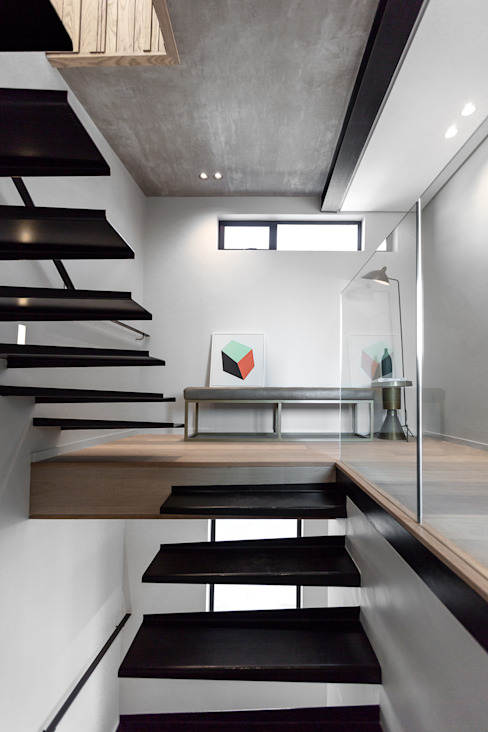 Escaleras de estilo  por GSQUARED architects, Minimalista