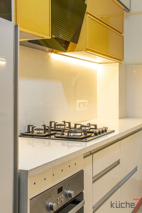 Affordable kitchen designed for Anupama Kumar, Mumbai Küche7 Built-in kitchens Yellow