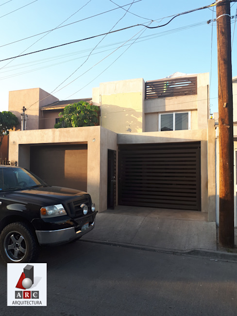 Fachada antes ARC ARQUITECTURA Casas unifamiliares Concreto reforzado Multicolor