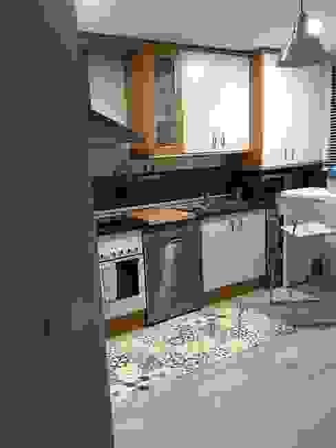 Cocina de piso en Alameda, Cuenca - Vista lateral izquierda de Arte y Vida Arquitectura Moderno
