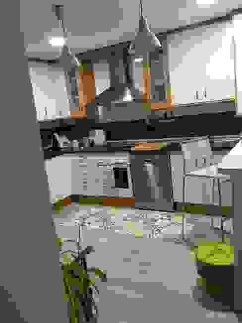 Cocina de piso en Alameda, Cuenca - Vista lateral derecha de Arte y Vida Arquitectura