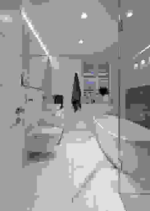 Modern bathroom by KMMA architects Modern