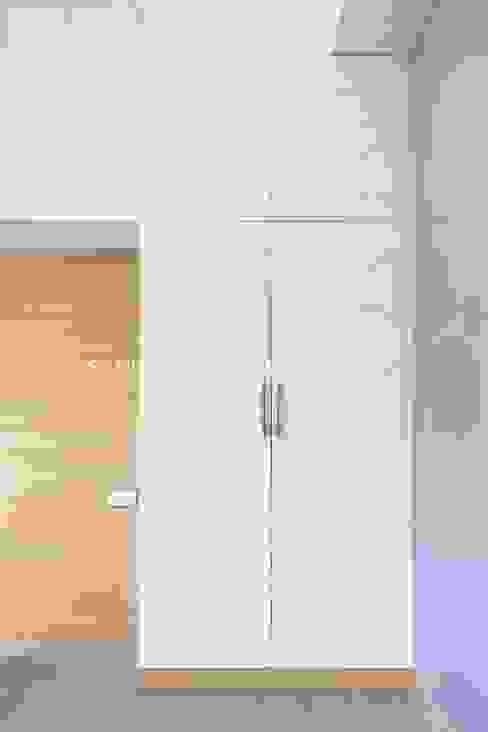 Closet Structura Architects BedroomWardrobes & closets