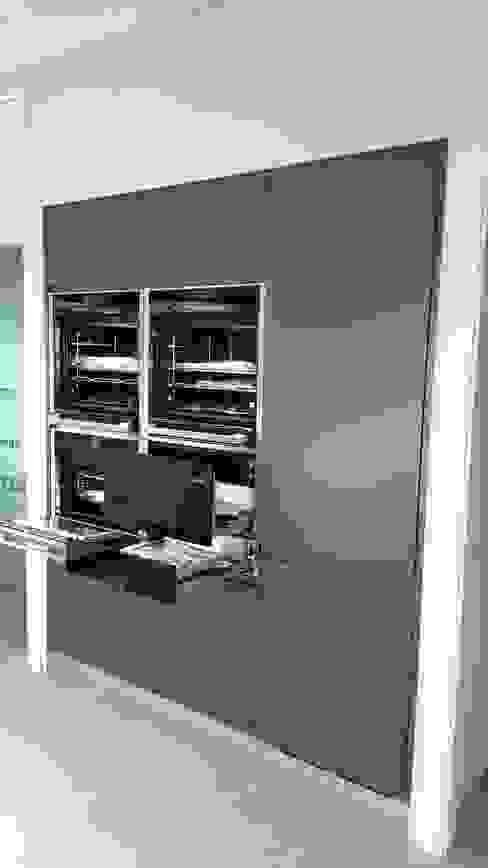 Hornos Slide & Hide Neff, con puertas que se ocultan para un mejor uso de Decodan - Estudio de cocinas y armarios en Estepona y Marbella Moderno