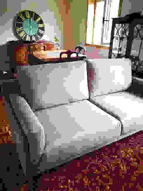 Sofá Kobe - 3 lugares: Sala de estar  por 7eva design  - Arquitectura e Interiores,