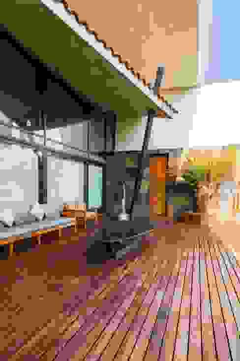 JN-01 Balcones y terrazas modernos de GRUPO VOLTA Moderno