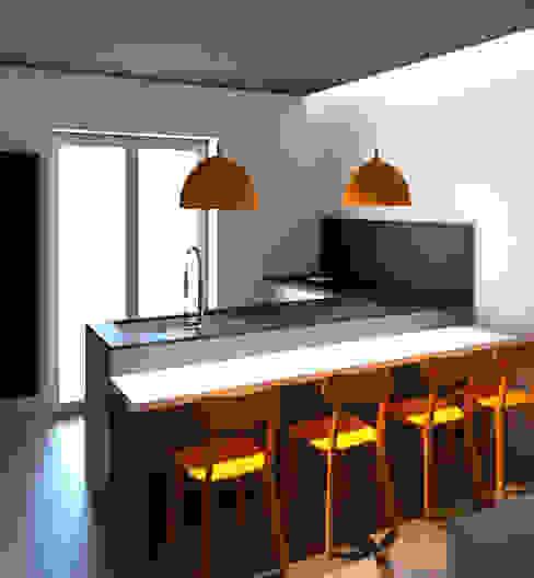 PIANO PRANZO PENISOLA: Cucina attrezzata in stile  di G&S INTERIOR DESIGN, Moderno