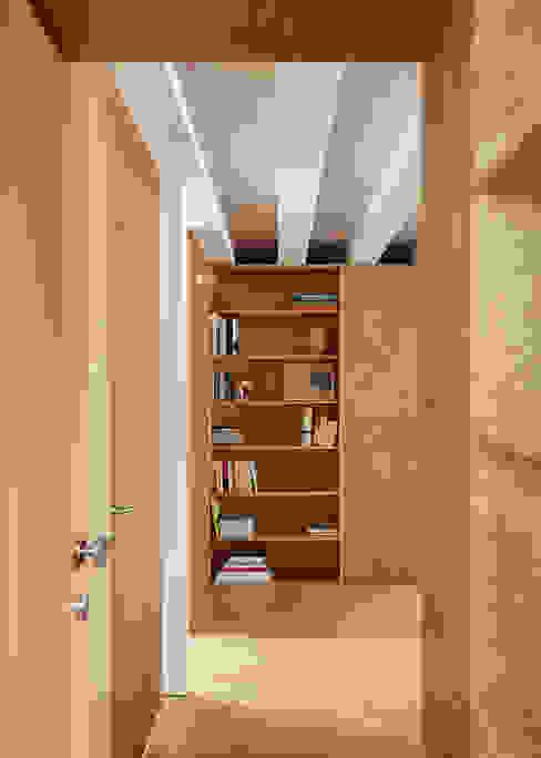 arriba architects Phòng khách phong cách Địa Trung Hải Gỗ